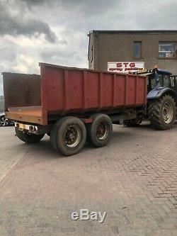 Tractor TWIN AXLE tipping trailer