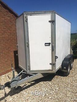 Twin axle braked box trailer