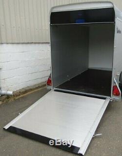 Debon C500 Box Remorque Double Essieu Avec Pleine Rampe Porte Du Hayon Et Des Portes Latérales D'accès