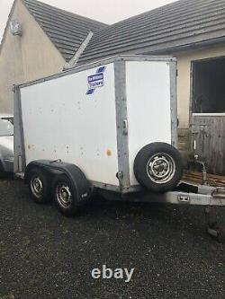Ifor William Twin Axle Box Van Remorque