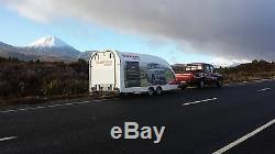 La Remorque De Voiture De Course Fermée A Couvert Le Lit Inclinable De Treuil D'eco-trailer Construit Sur Mesure