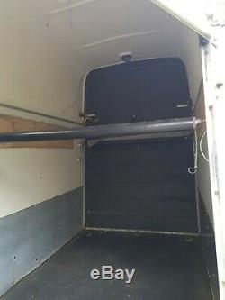 Pullman Horsebox Remorque 2009 Double Essieu Très Bon État Faible Utilisation Boîte À Cheval