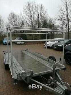 Remorque Double Essieu Transporteur De Voitures Incliné