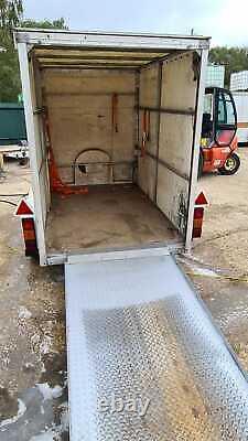 Remorque Van Twin Axle Avec Rainure Sur Mesure