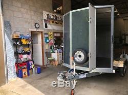 Tickners Box Remorque 10'x6'x6' Essieu Jumeau + Rampe 1800 Kg, Roue De Secours Et Porte Latérale