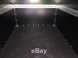 Tickners Box Remorque 7'x5'x5' Avec Des Stands De Roue Et Prop De Rechange. Double Essieu Nouveau