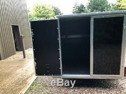 Tickners Box Remorque 7'x5'x5' Avec La Roue De Secours Et Des Stands Prop. Double Essieu Nouveau