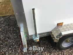 Tickners Box Remorque 8'x5'x5' Avec Des Stands De Roue Et Prop De Rechange. Double Essieu Nouveau
