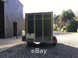 Tickners Box Remorque 8'x5'x5' Avec Rampe, Roue De Secours Et Supports Arrière. Double Essieu