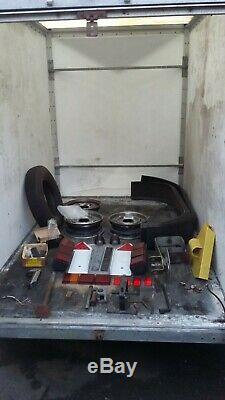 Tracter Une Remorque Van Box 8x5x6 Nose Double Essieu 4 Freins Suspension Indépendante